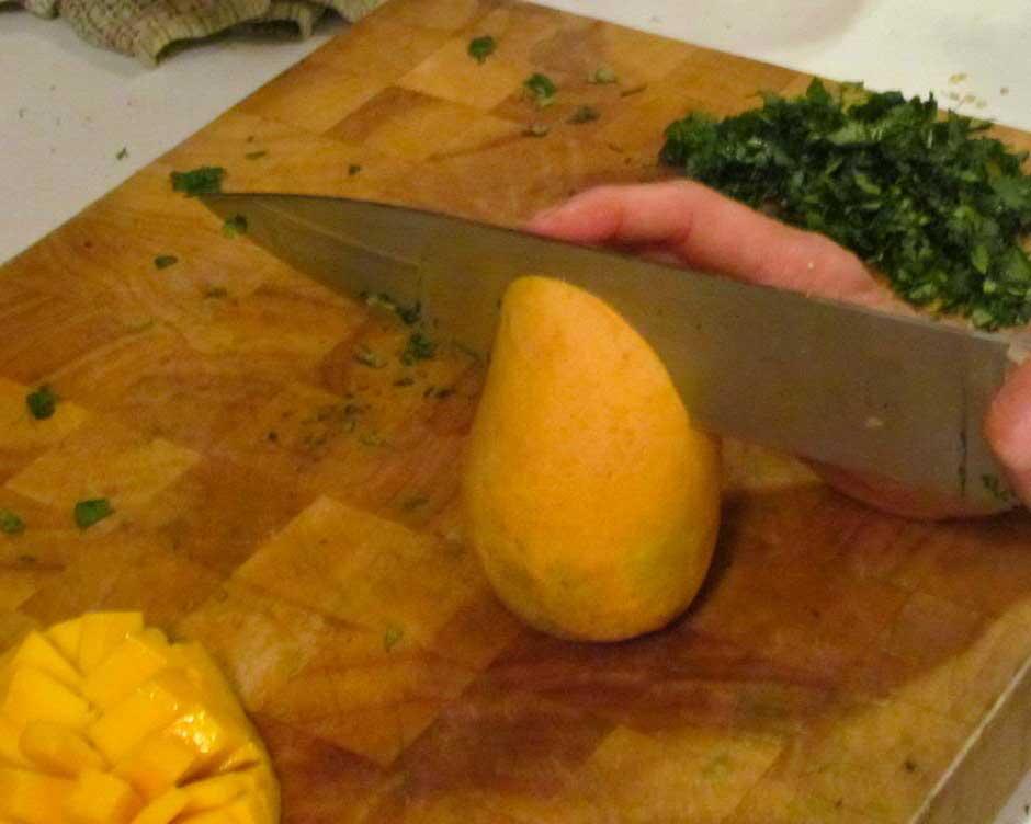 Cómo rebanar un mango, paso uno