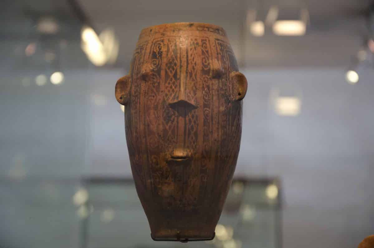 A vessel as a painted face; Cultura Puruhá (1250 – 1530 CE); Casa del Alabado, Quito, Ecuador  | ©Angela Drake