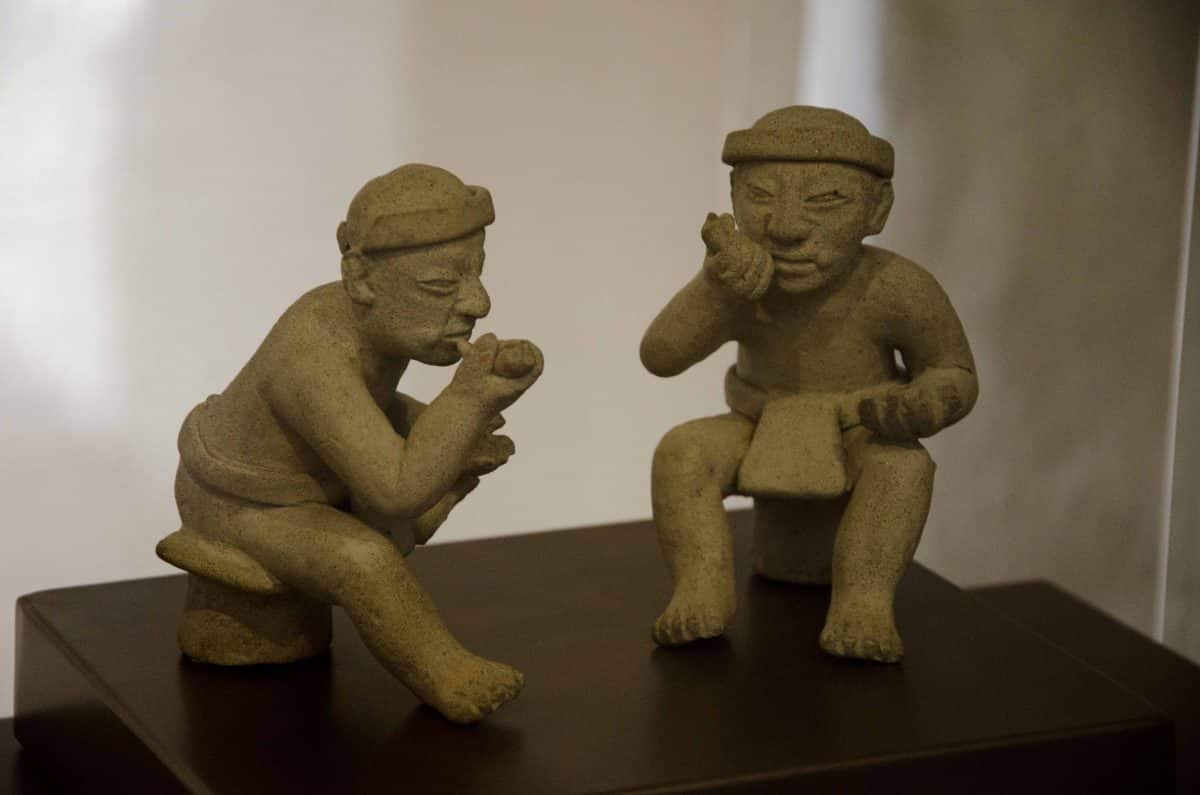 Sculpture from the Figures taking coca with lime; Cultura Tolita (350 BCE – 350 CE); Casa del Alabado, Quito, Ecuador | ©Angela Drake