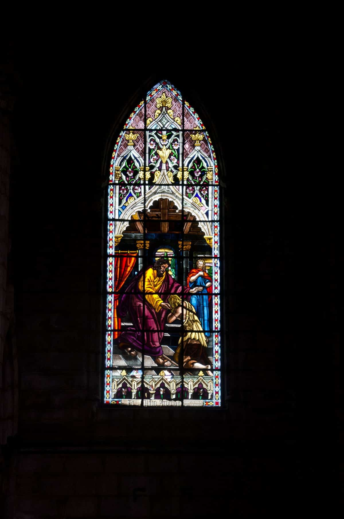 The stained glass windows are all very ornate | ©Angela Drake