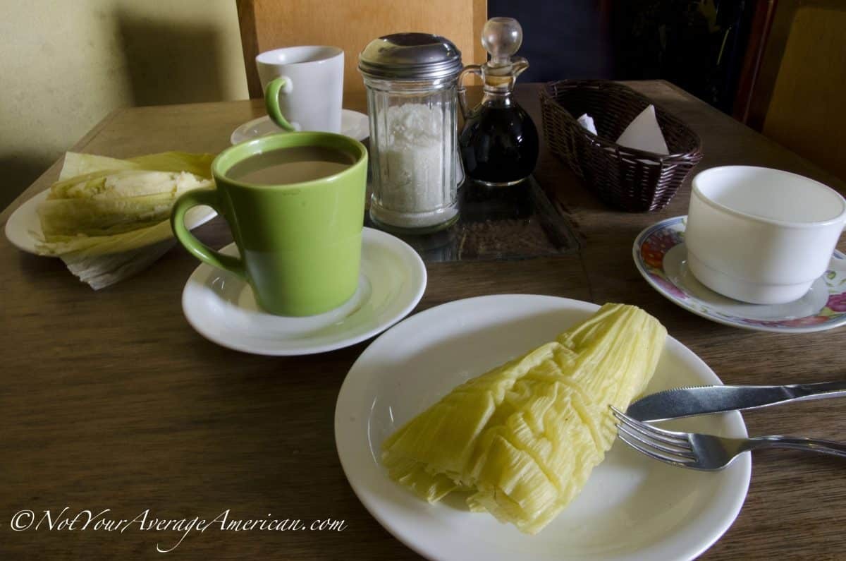 Humitas and coffee - a great start to your day in the historic center of downtown Quito | ©Angela Drake