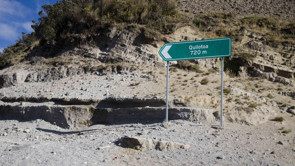 Crater Rim Trail, Laguna Quilotoa, Ecuador