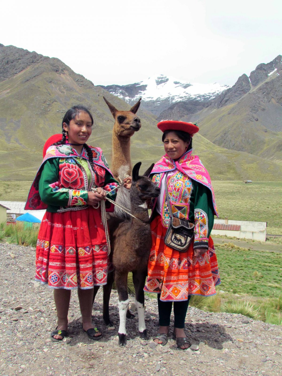 Young women posing at La Raya Pass, Peru | ©Angela Drake