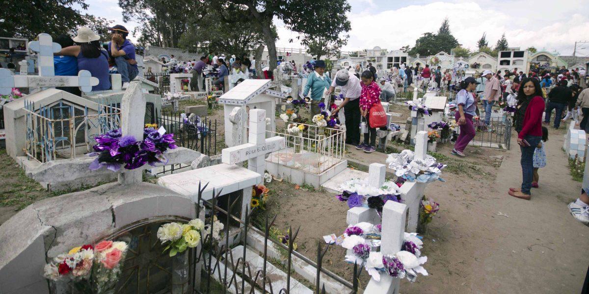 Día de los Difuntos, Calderón Cemetery, Quito, Ecuador | ©Angela Drake