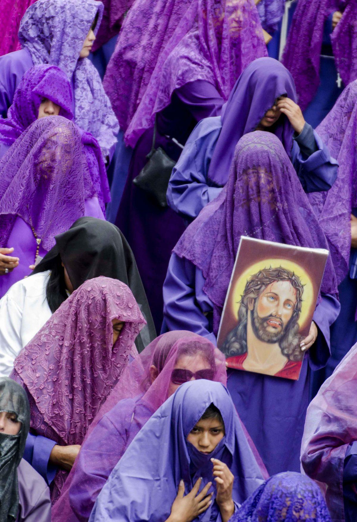 Veronica carrying an image of Christ, Quito, Ecuador | ©Angela Drake