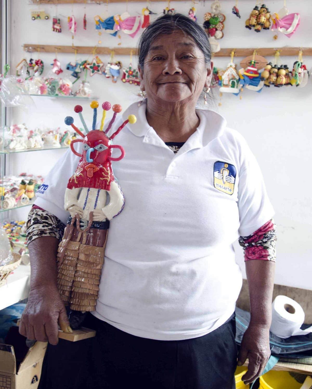 Artist from the Union of Mazapán Artists, Calderón, Ecuador | © Angela Drake