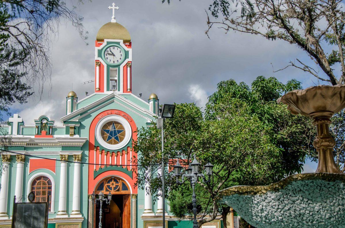 Iglesia de Vilcabamba, Ecuador | © Angela Drake