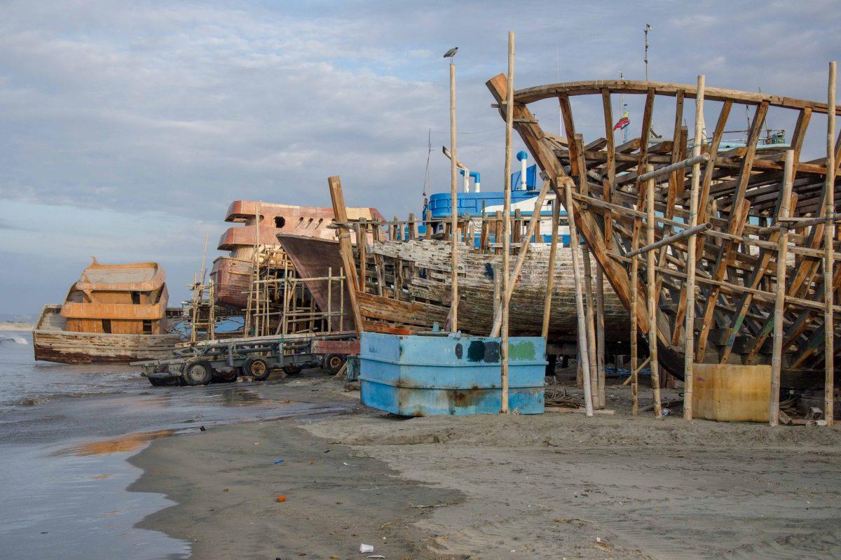 Boat Building in Manta, Ecuador | ©Angela Drake / Not Your Average American