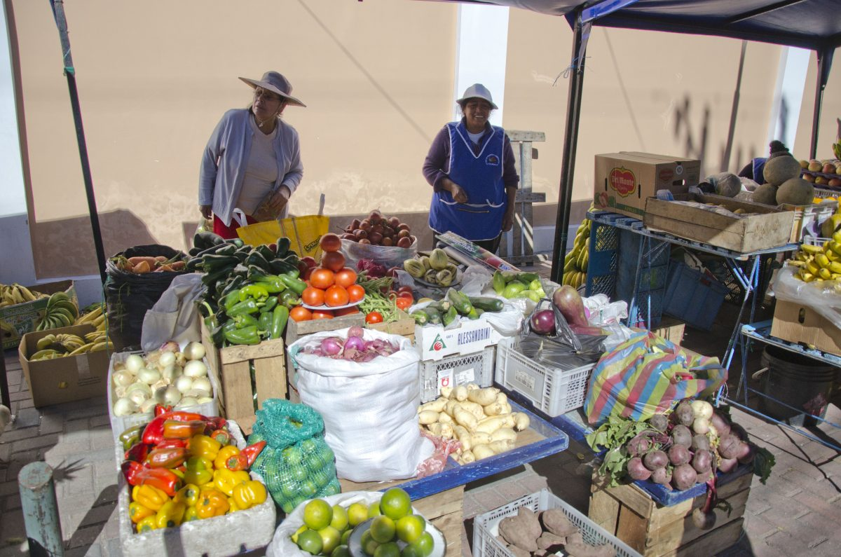 Vendors at the La Floresta Farmer's Market, La Floresta, Quito, Ecuador | ©Angela Drake