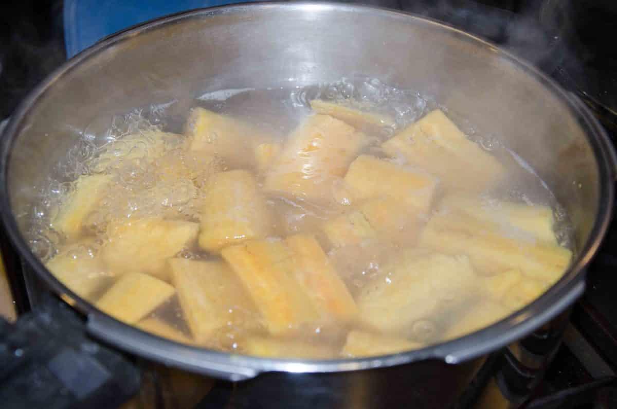 Cook plantains; recipe for Bolón de Verde