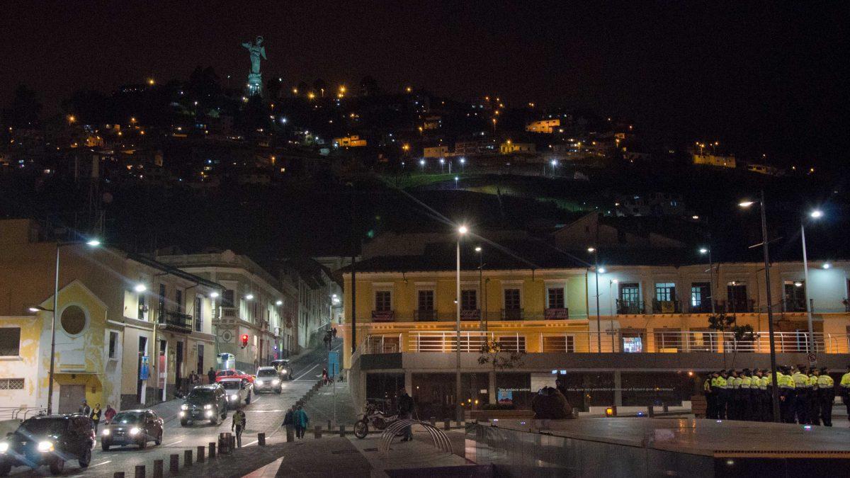 Police meet up near La Ronda, Quito, Ecuador | © Angela Drake