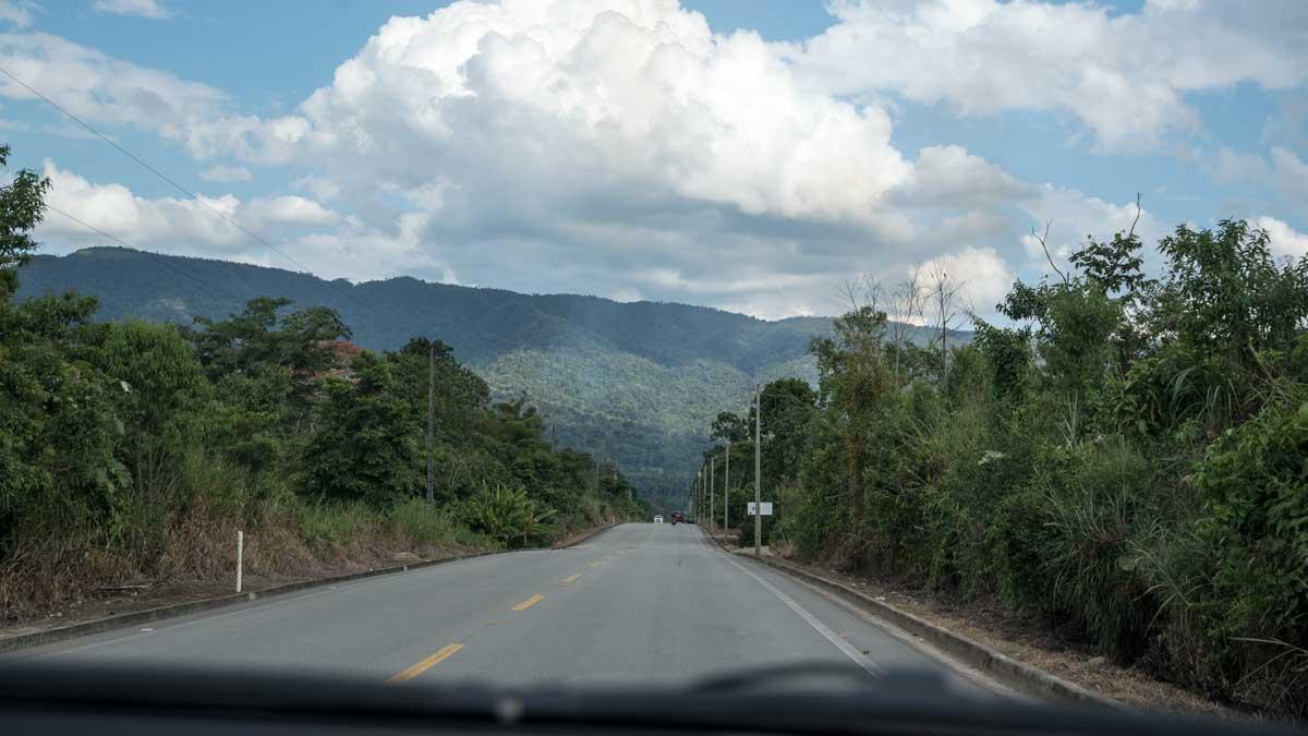 The Troncal Amazónica approaching Yantzaza   ©Angela Drake