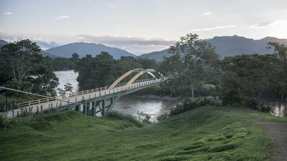 Bridge crossing the Río Zamora in Yantzaza   ©Angela Drake