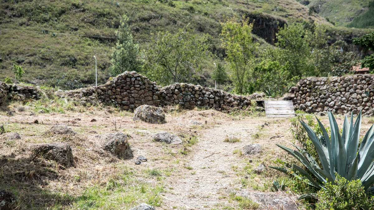 Ancient Path and Cañari Wall, Castillo de Duma, Chobshi, Sigsig, Ecuador | ©Angela Drake