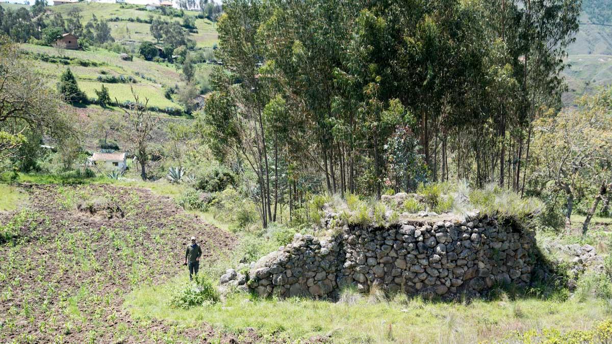 Scott Drake standing by the Ruins of Shabalula, Chobshi, Sigsig, Ecuador | ©Angela Drake