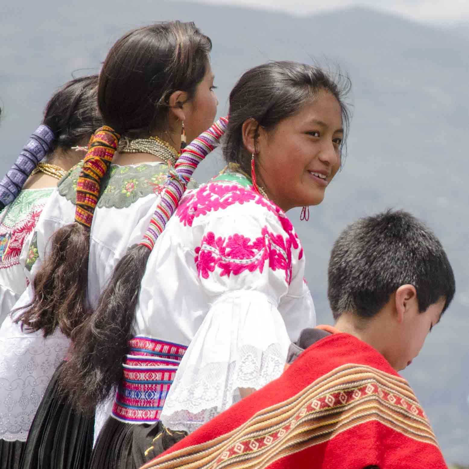 Bailerinas folklóricos, Ecuador | ©Angela Drake