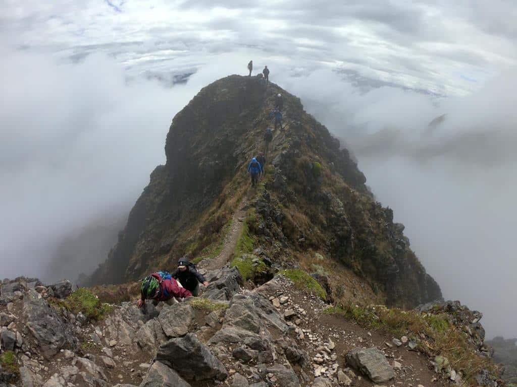 El camino estrecho hacia la cumbre de Imbabura   ©Edison Benitez
